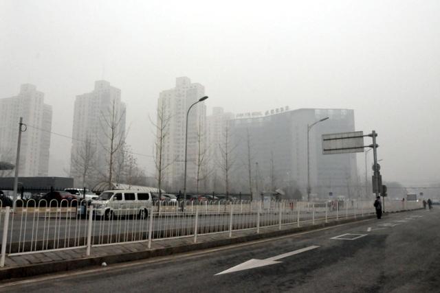 Serioza atmosfera poluado, januaro 29, 2013, la Pekina Okcidento Railway Station.  8