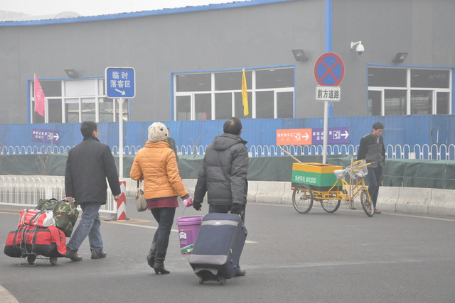 Serioza atmosfera poluado, januaro 29, 2013, la Pekina Okcidento Railway Station.  3