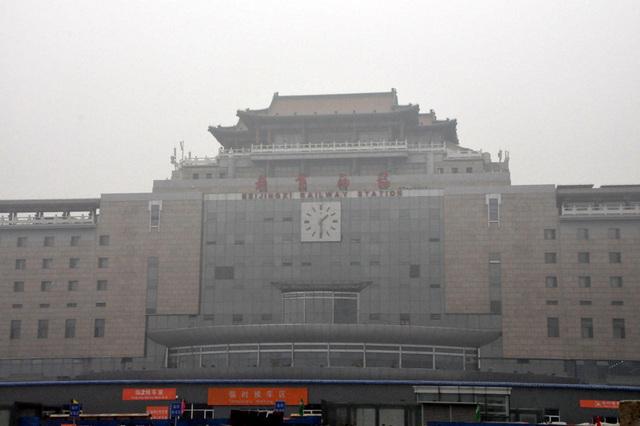 Serioza atmosfera poluado, januaro 29, 2013, la Pekina Okcidento Railway Station.   1
