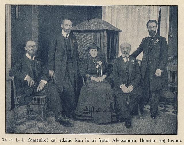 D-ro Zamenhof kun la edzino Klara kaj siaj tri fratoj - unika fotaĵo