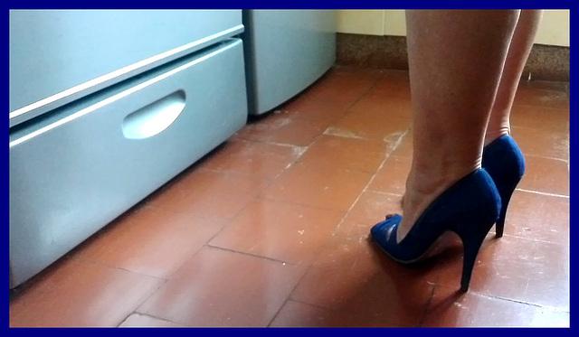 Chantal en talons hauts / Chantal's high heels -  Amie de Claudine's friend / 20 novembre 2012 - Recadrage