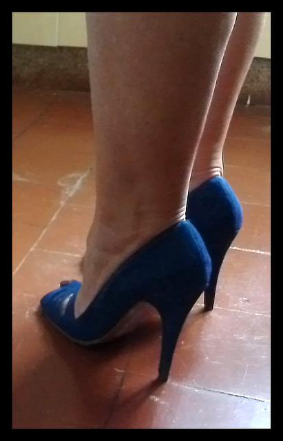 Chantal en talons hauts / Chantal's high heels -  Amie de Claudine's friend / Recadrage