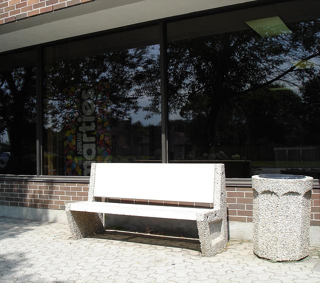 Smarties bench / Banc smarties - 14 août 2009.