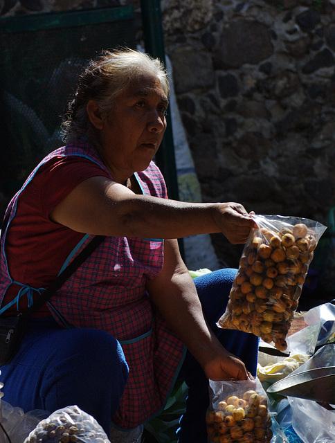 Auf dem Wochenmarkt in Malinalco