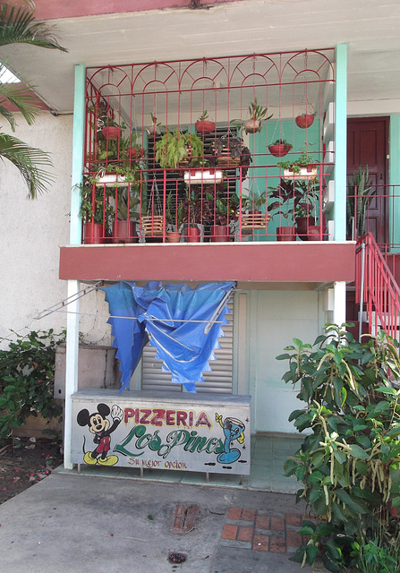Pizzeria Los Pinos y Mickey Mouse -  23 avril 2012.