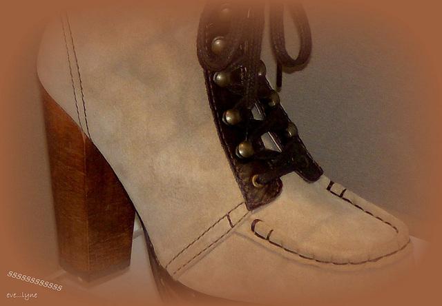 Bottines à talons hauts de luxe / Luxurious high-heeled short boots -  Eve....lyne: photographe.