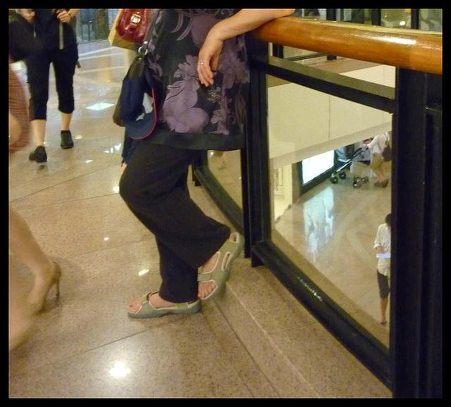 Dame Myjo en pause talons hauts / Lady Myjo in a high heels break