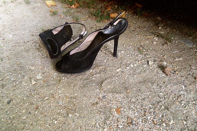 Texto à talons hauts dessus cuir / Leather high-heeled Texto shoes / Photo originale.