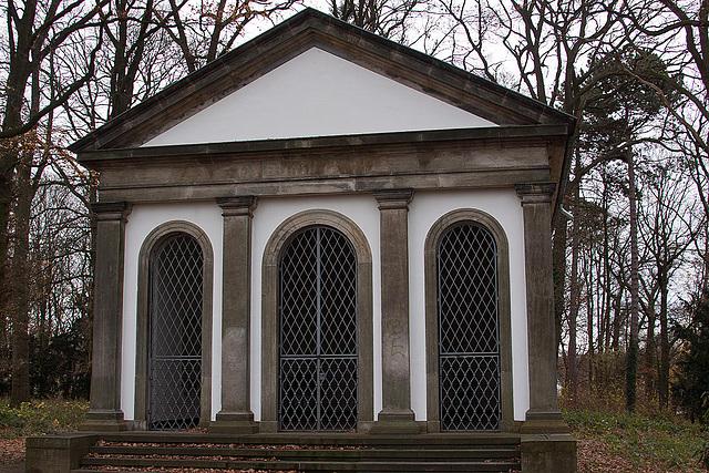 20121125 1699RAw Mausoleum