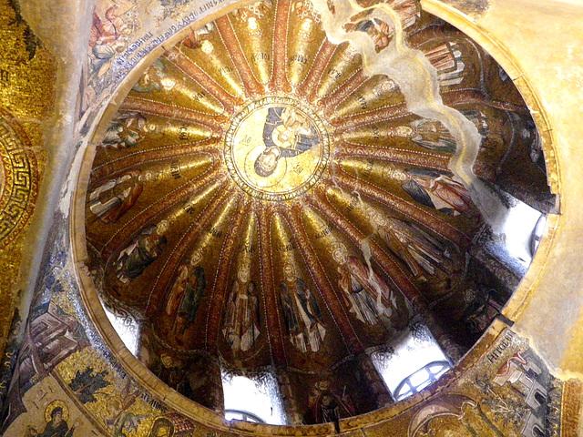 Coupole : Vierge et saints.