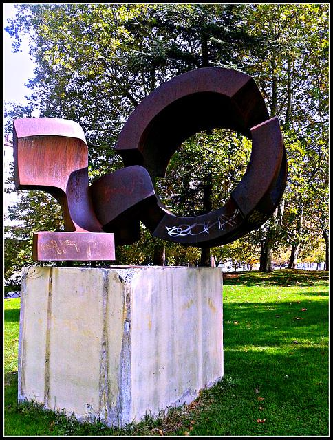 Escultura en el parque.