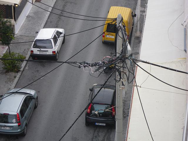 Rues de Rhodes : les fils électriques