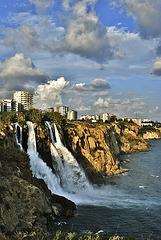Cascada de Karpuzkaldiran (cuando un río desemboca en el mar de forma abrupta...)
