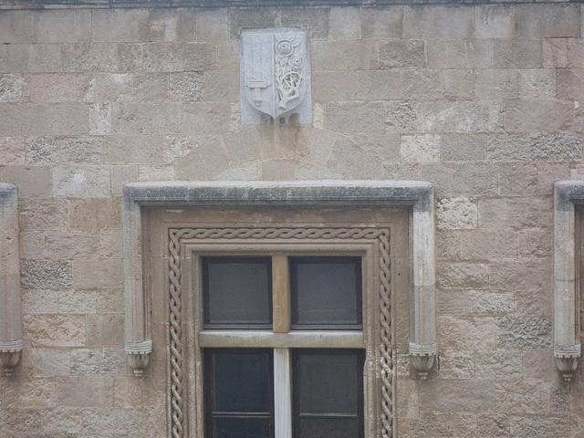 Rue des chevaliers : blason de l'Ordre.