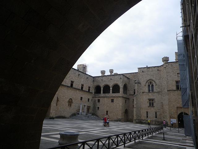 Cour du palais du grand-maître
