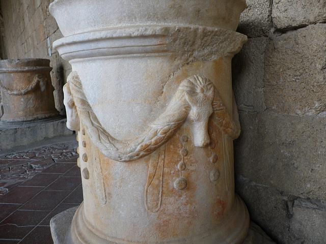 Musée archéologique : rinceaux.