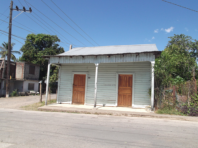 Double door 50 house / Portes jumelles numéro 50 -19 mars 2012.