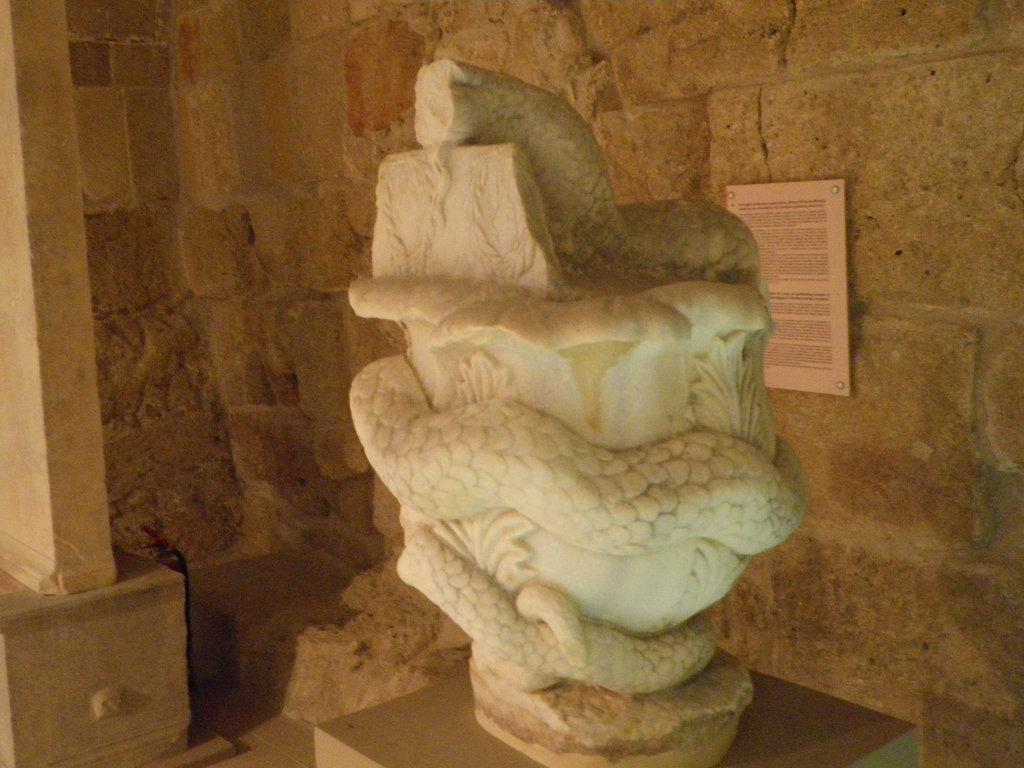 Serpent à l'omphalos, 3
