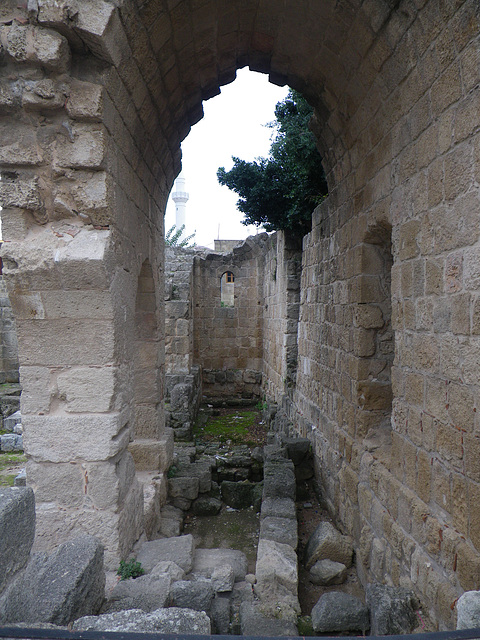 Ruines médiévales en cours de fouille...