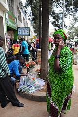 La plejmulto de la Ruandanoj havas poŝtelefonon, kaj ĉie tra la urbo budetoj de la telefonaj firmaoj vendas telefonkartojn