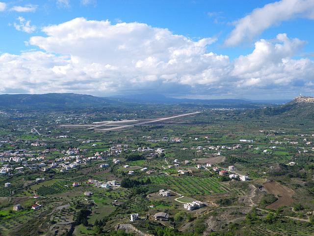 Belvédère de Ialysos : au sud, l'aéroport de l'île.