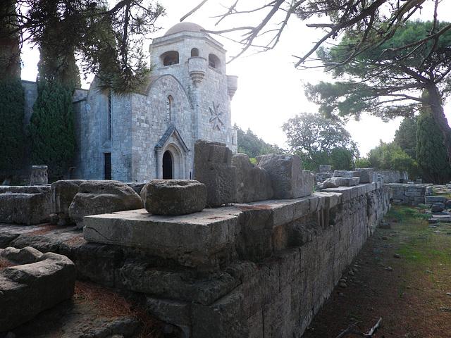 Acropole de Ialysos : temple d'Athéna Polias.