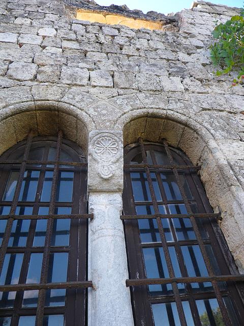 Elemént décoratifs de la chapelle de la garnison byzantine.
