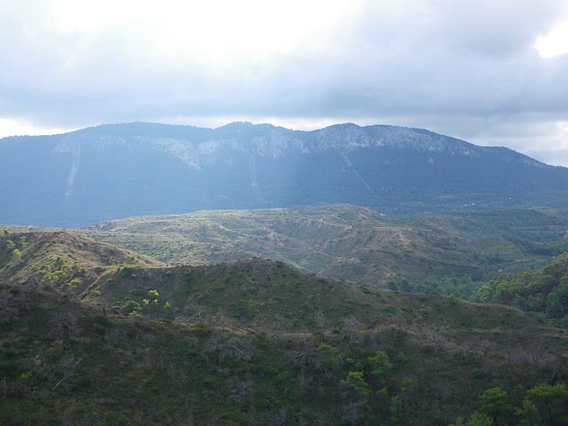 En regardant vers le mont Attanyros
