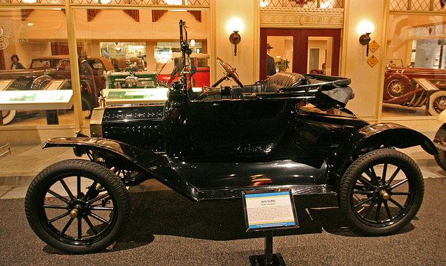 1915 Ford Model T Runabout - Petersen Automotive Museum (7997)