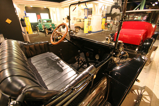 1915 Ford Model T Runabout - Petersen Automotive Museum (7999)