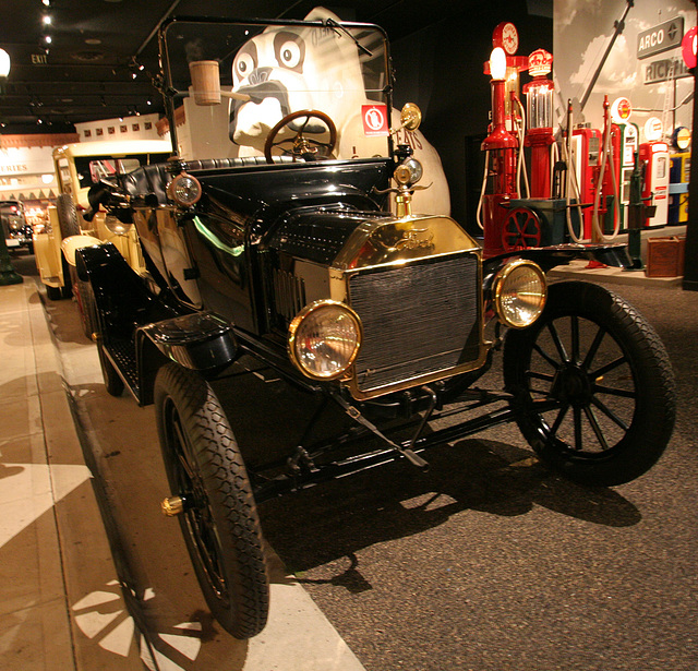 1915 Ford Model T Runabout - Petersen Automotive Museum (8000)