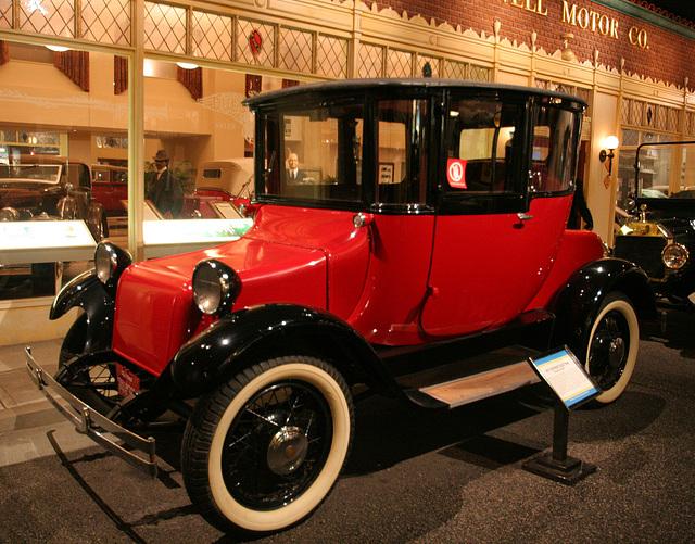 1917 Detroit Electric Brougham Model 61 - Petersen Automotive Museum (7988)