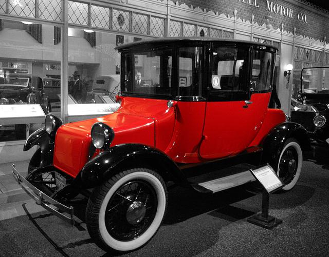 1917 Detroit Electric Brougham Model 61 - Petersen Automotive Museum (7988A)