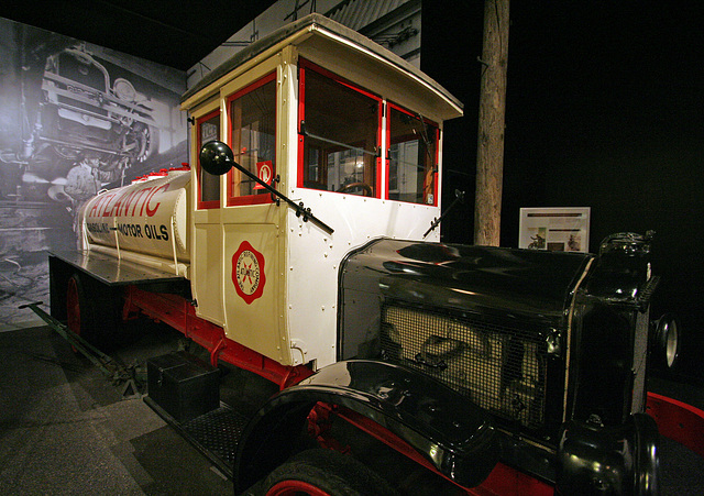 1921 White Tanker Truck - Petersen Automotive Museum (7986)