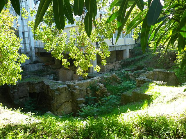 Rhodes antique : entrepôts.