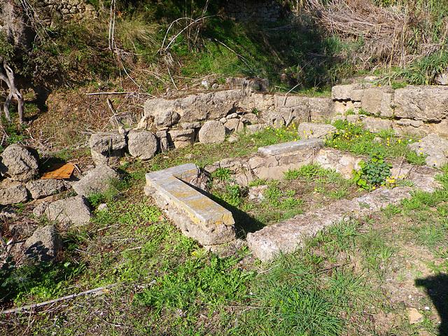 Petit bassin à revêtement de marbre, villa hellénistique.