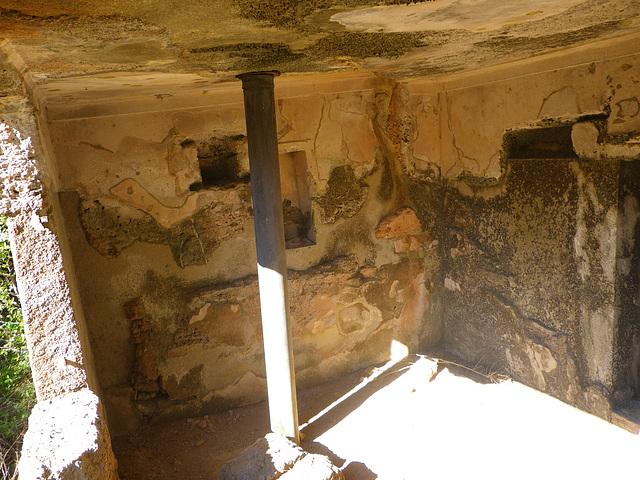 Acropole de Rhodes : tombeau troglodyte 1