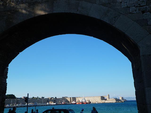 Murs de Rhodes, près du port.