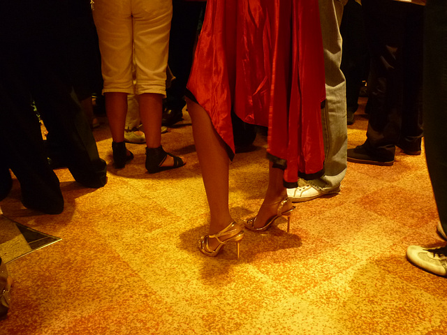 Croisière 2011 Cruise  / Jeune Indonésienne en Talons Hauts - Young Indonesian Lady in high heels
