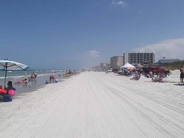 Vamos a la playa !  Beach perspective /  Plage allongée.