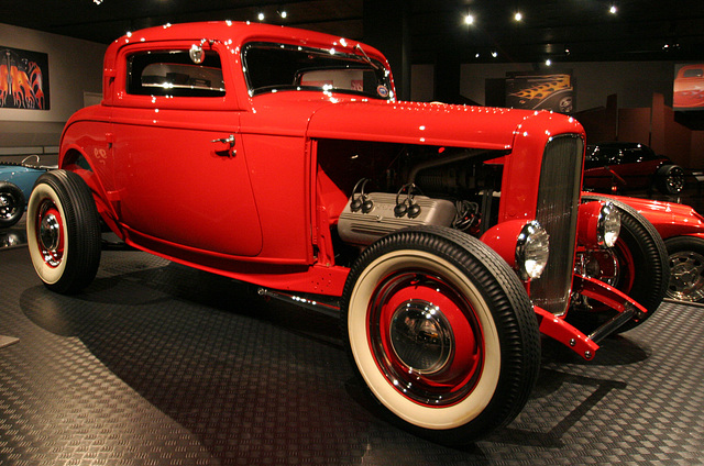 1932 Ford Deuce Coupe - Petersen Automotive Museum (8108)