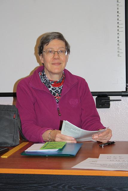 Kristin prelegas pri Esperanto en mia universitato