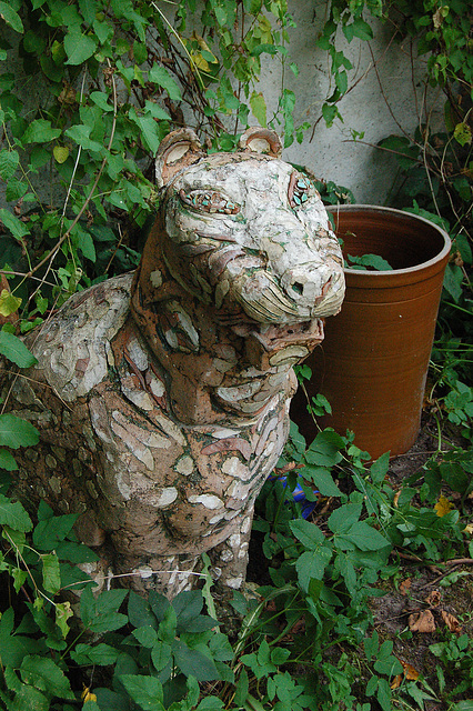 tigro en ĝardena ĝangalo