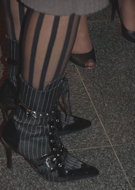 Deux  Dames de Paris en talons hauts /  Two french Ladies in high heels - 11 novembre 2012.