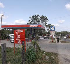 Station d'essence Kateman.