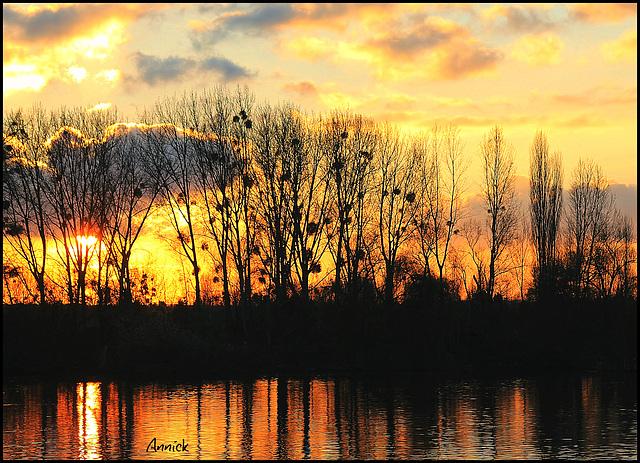 le soleil jette ses derniers feux