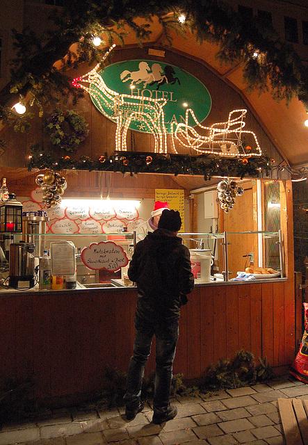 Rudolf logas klientojn