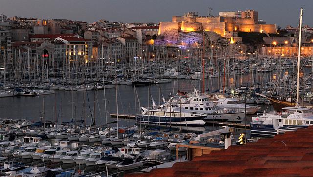 2012 12 31 Marseille Festung kurz vor Ende der Beleuchtung