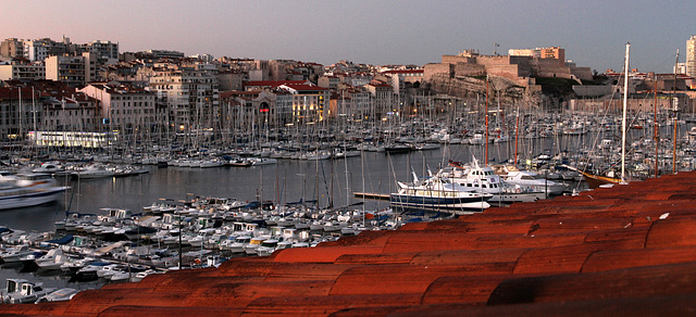 2012 12 31 Marseille Hafenfront früh morgens