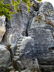 Steinerne Stufen auf der 'Bastei' / ŝtonaj ŝtuparoj sur la 'Bastei'